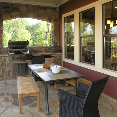 Coverd Outdoor Kitchen with Grill