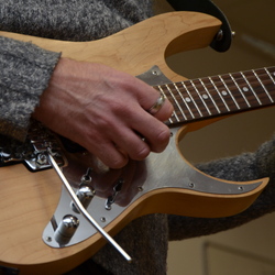 main guitare.png