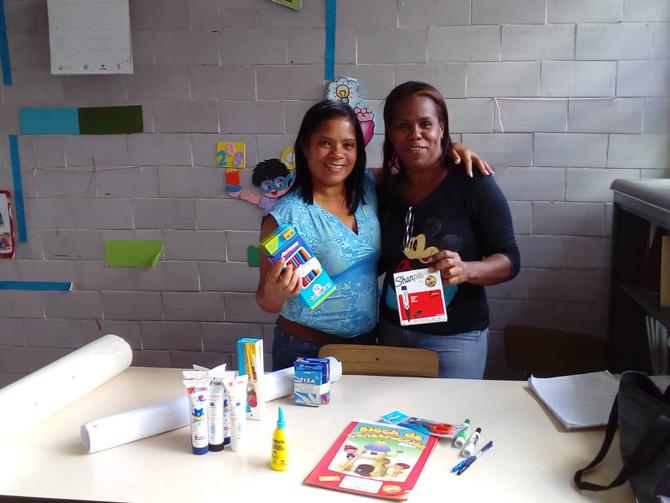 Promotores entregan materiales a las escuelas