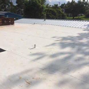 Flat roof with metal roof