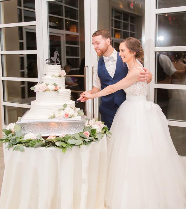 stone-house-wedding-cake.jpg