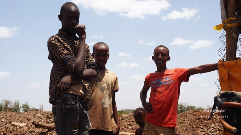 肯亞的小孩英文說得不錯,很友善
