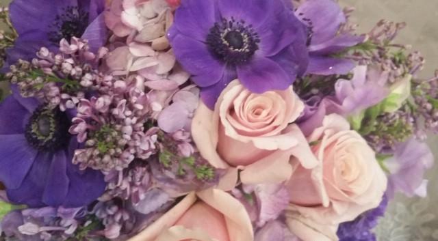 Anemone w/lavender roses