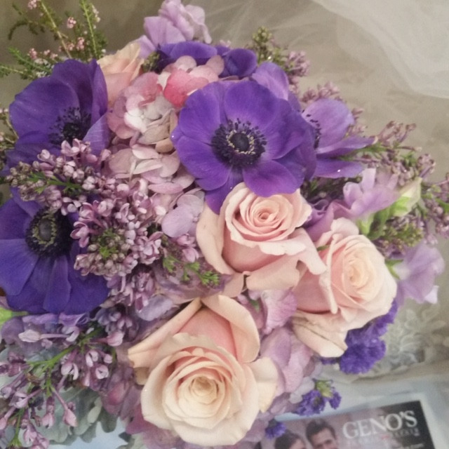 Anemone w/lavender roses