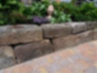 Trockenmauer Rabatte
