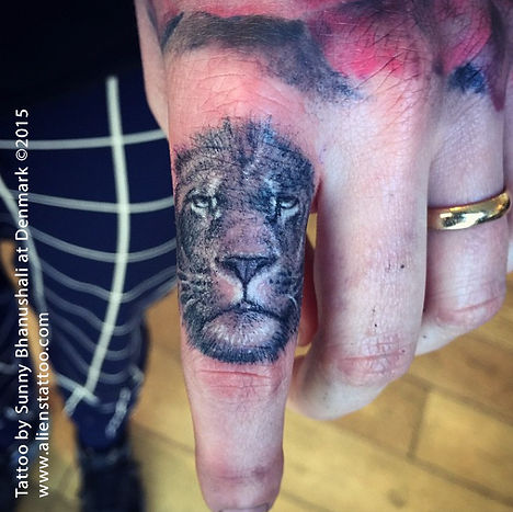 Finger Lion Tattoo II