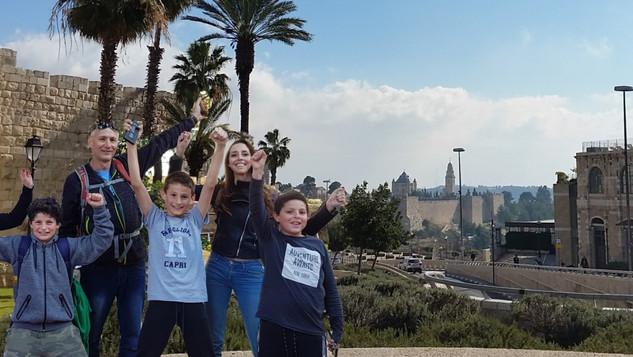 משחקים עם הרכבת הקלה בירושלים
