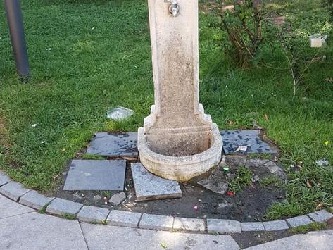 """Fântâna lui Mircia, din zona de promenadă de """"la cal"""", a devenit dintr-o dată mai salubră"""