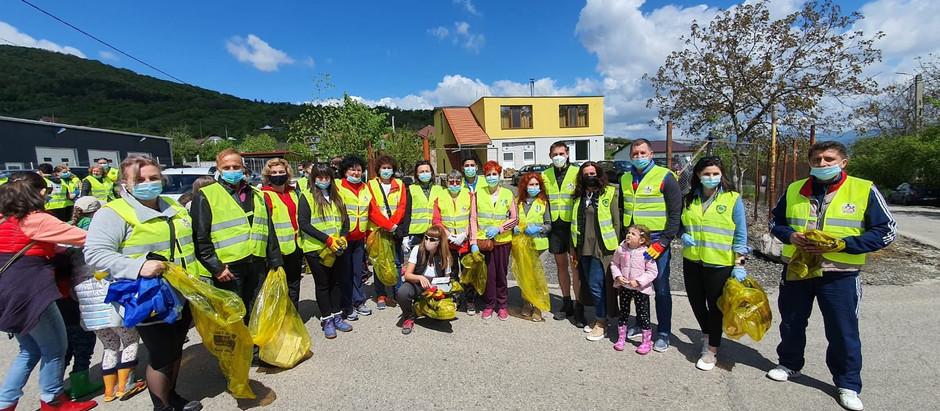 În data de 8 mai a avut loc cea mai amplă acțiune de ecologizare din zona Devei!