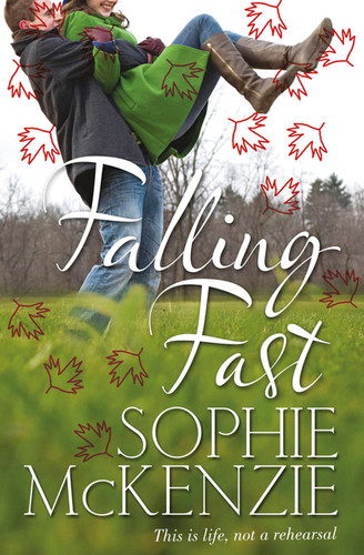 Front cover of 'Falling Fast' by Sophie McKenzie.