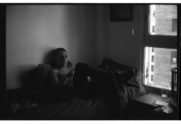 S.T. (Nacho en la cama)