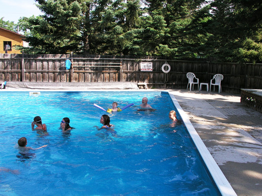 geiler corner pool