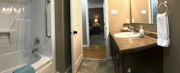 Clear Lake Manitoba Cabin Rentals - Cabin 1 Master Bathroom 1