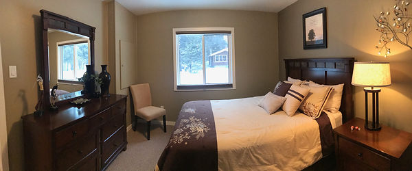 Clear Lake Manitoba Cabin Rentals - Cabin 6 Master Bedroom 1