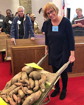 Jane%20with%20sweet%20potatoes_edited.jp