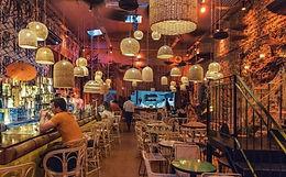 El primer Tiki Bar de la ciudad. Super buena barra y comida en un ambiente ideal para transportarse fuera de la ciudad por un rato.