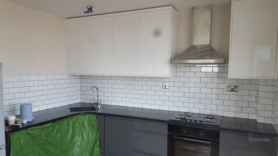 Tiling kitchen splash back, Hackney
