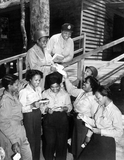 -A_contingent_of_15_nurses...arrive_in_the_southwest_Pacific_area,_received_their_first_batch_of_hom