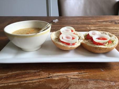 Wintersoep: Prei-aardappelsoep met crème fraîche en mosterd