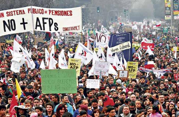 No Chile, milhares ocupam as ruas para exigir o fim das AFP's e a volta da Previdência pública