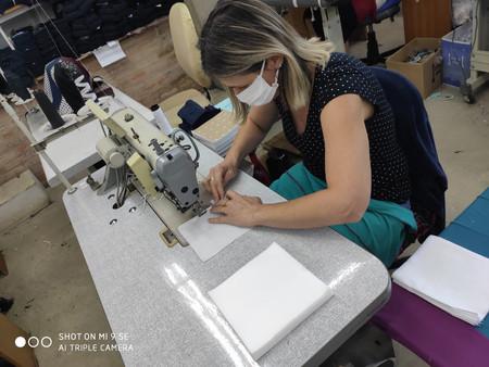 Solidariedade: Por intermédio do Sindicato do Vestuário, empresa confecciona máscaras para doação a