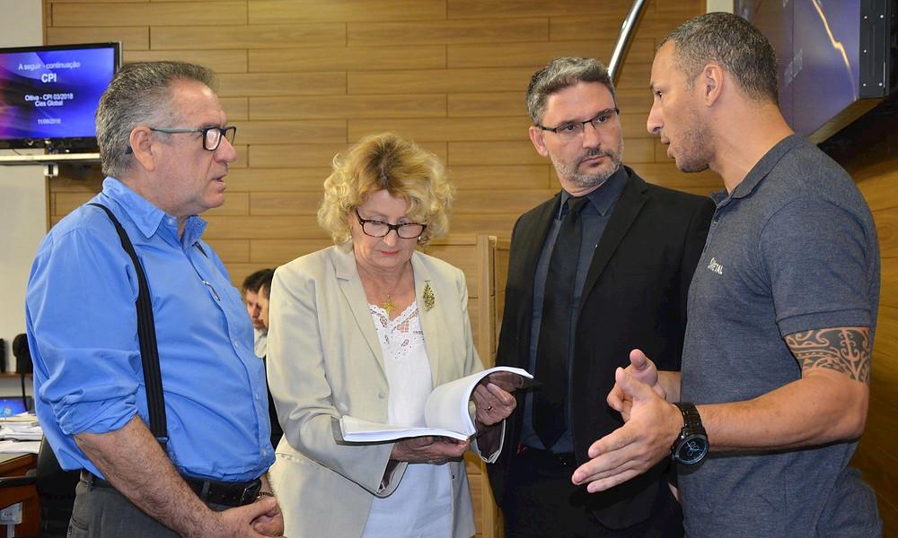 A entrega do documento foi feita pelo presidente do SMetal, Leandro Soares, na tarde de terça-feira, dia 12, a pedido dos vereadores membros da Comissão Especial