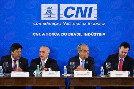 Propor jornada de 80 horas semanais é uma provocação ao povo brasileiro