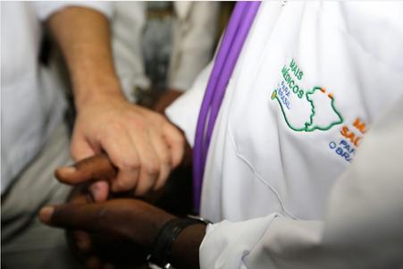 """Saída de Cuba do """"Mais Médicos"""" vai gerar déficit de 8500 médicos"""