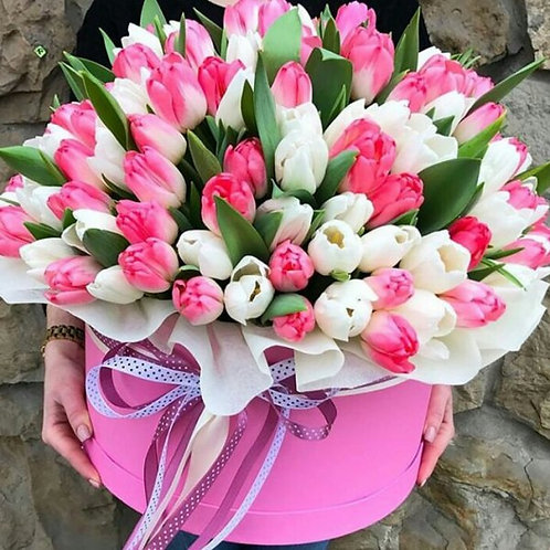 101 тюльпан в шляпной коробке