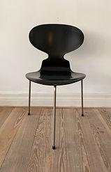 Arne Jacobsen Myren 3 ben sort.jpeg