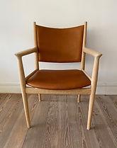 Hans J. Wegner PP lænestol i eg.jpeg