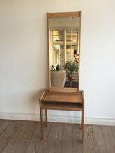 Lille bord med spejl i teak.jpg