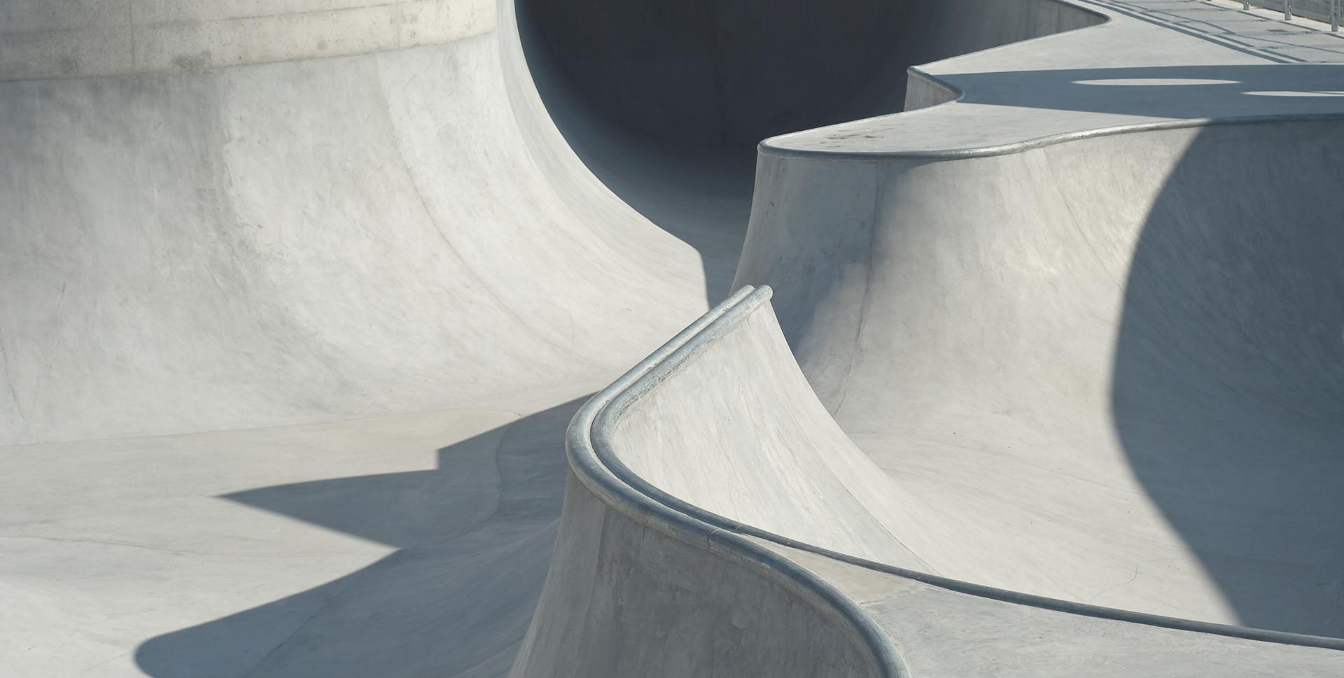콘크리트 스케이트와 자전거 공원