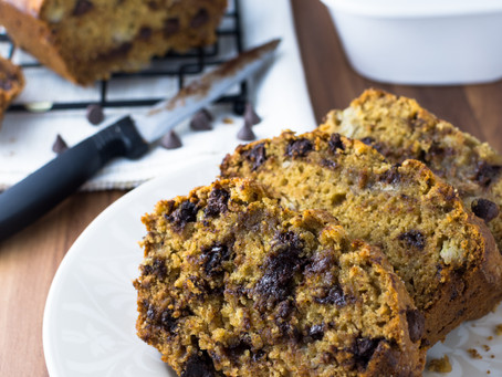 A Healthy & Moist Chocolate Chip Banana Bread