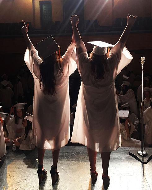 graduation-2308406_1920.jpg