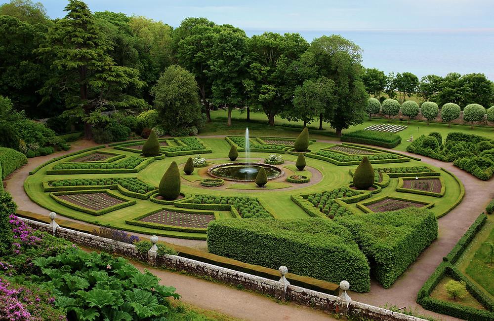 חיסכון העלויות עיצוב הגינה