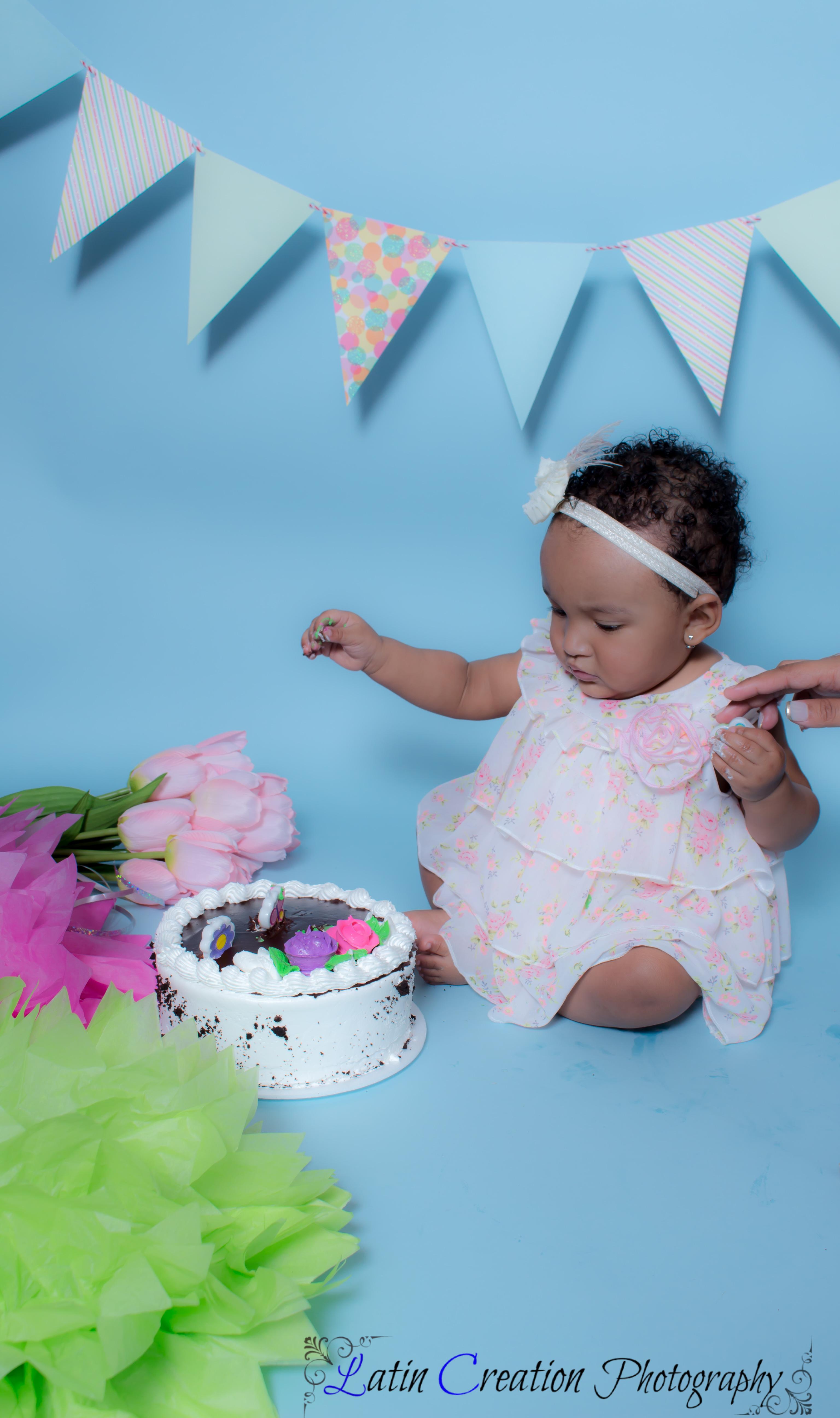 Nyomi Cake smash-6094.jpg