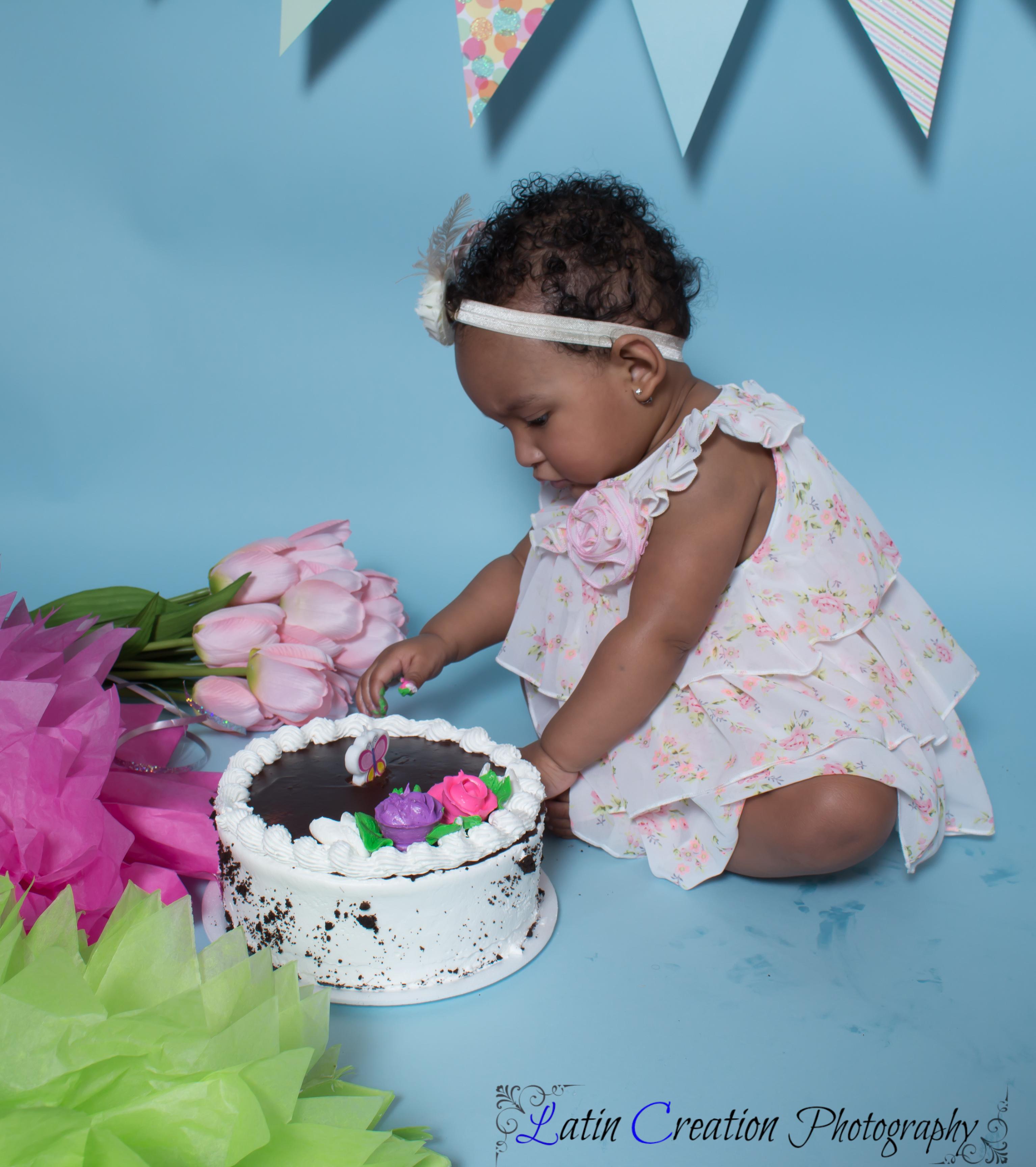 Nyomi Cake smash-6090.jpg