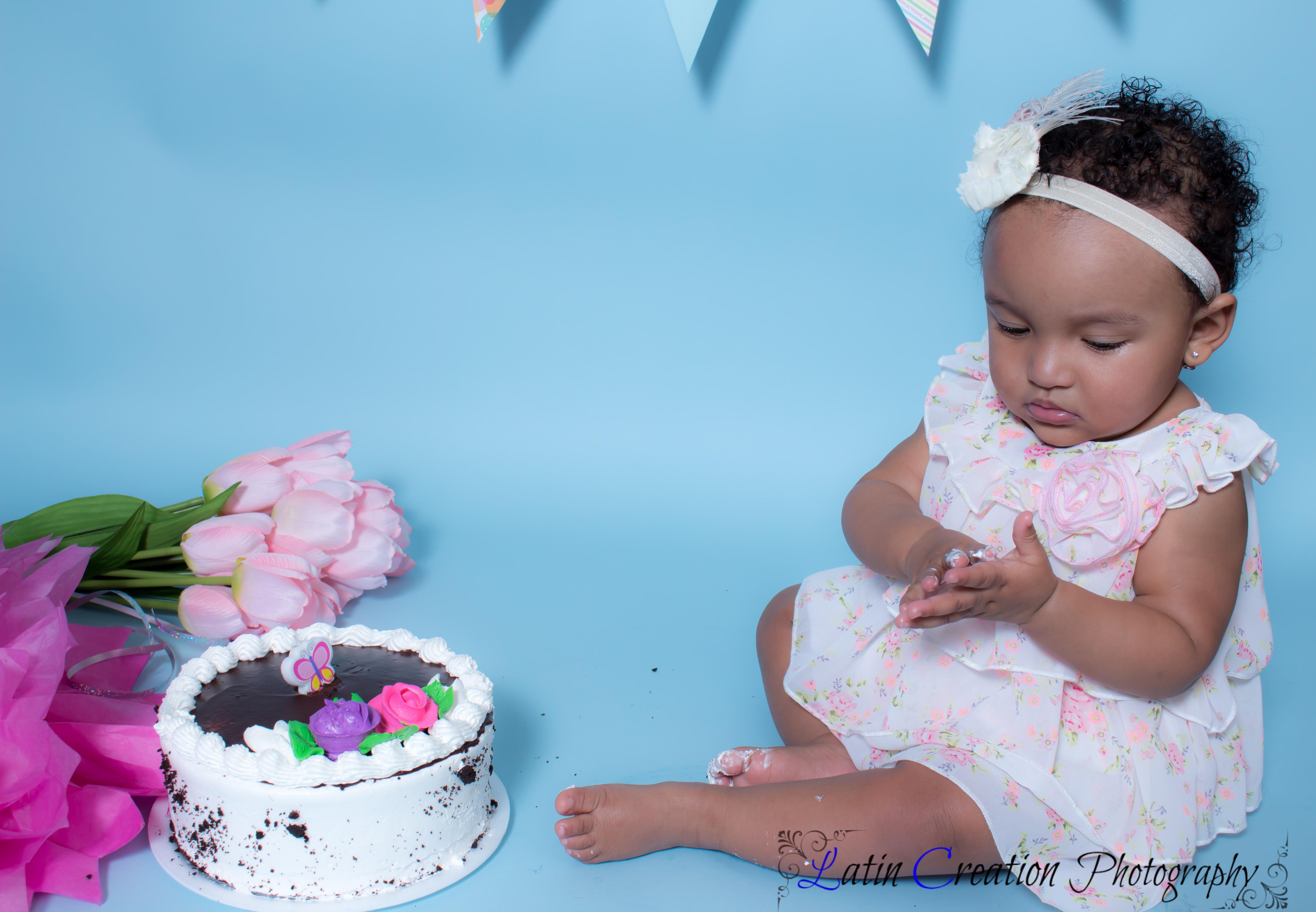 Nyomi Cake smash-6088.jpg