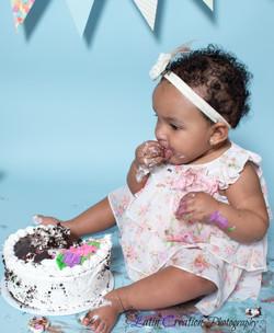Nyomi Cake smash-6144.jpg