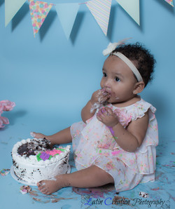 Nyomi Cake smash-6149.jpg