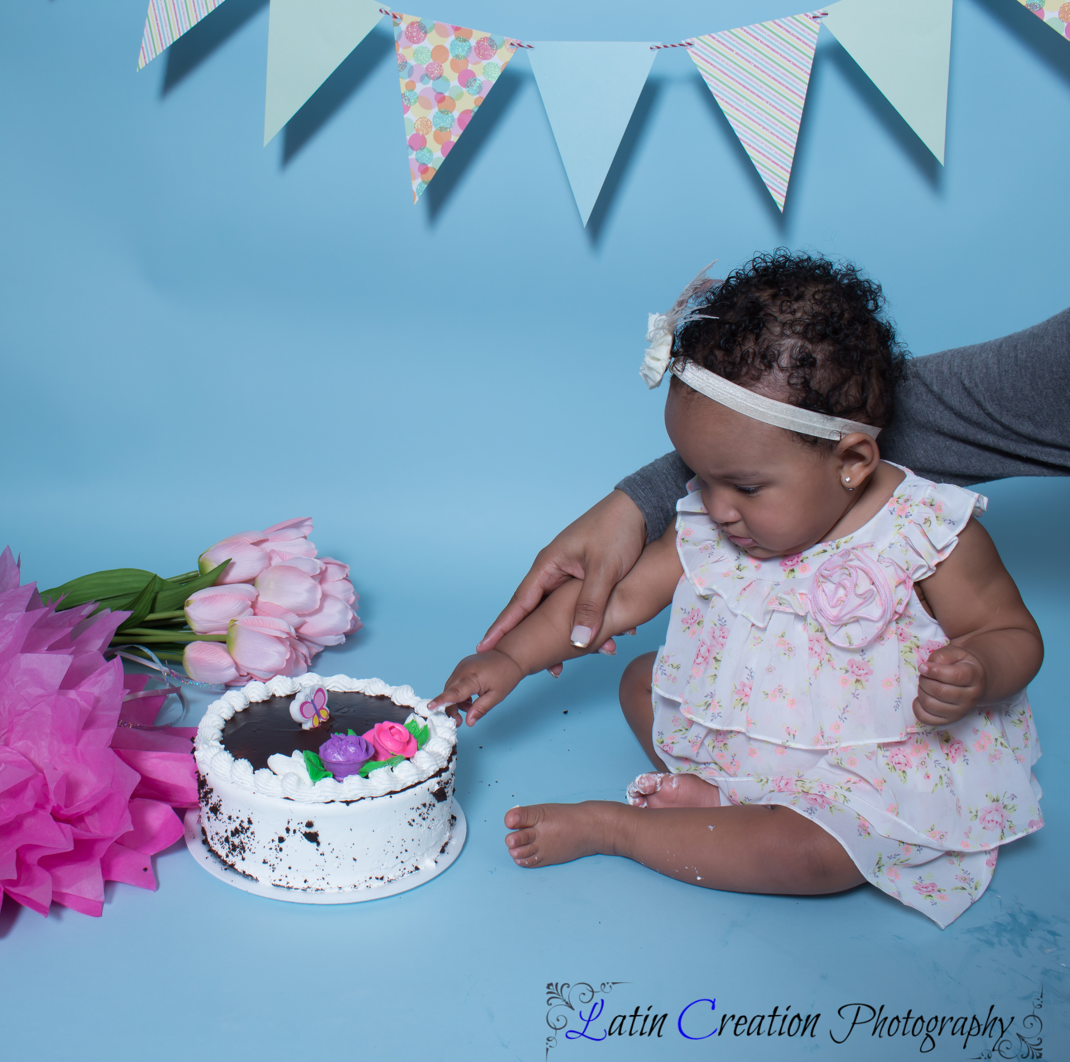 Nyomi Cake smash-6082.jpg
