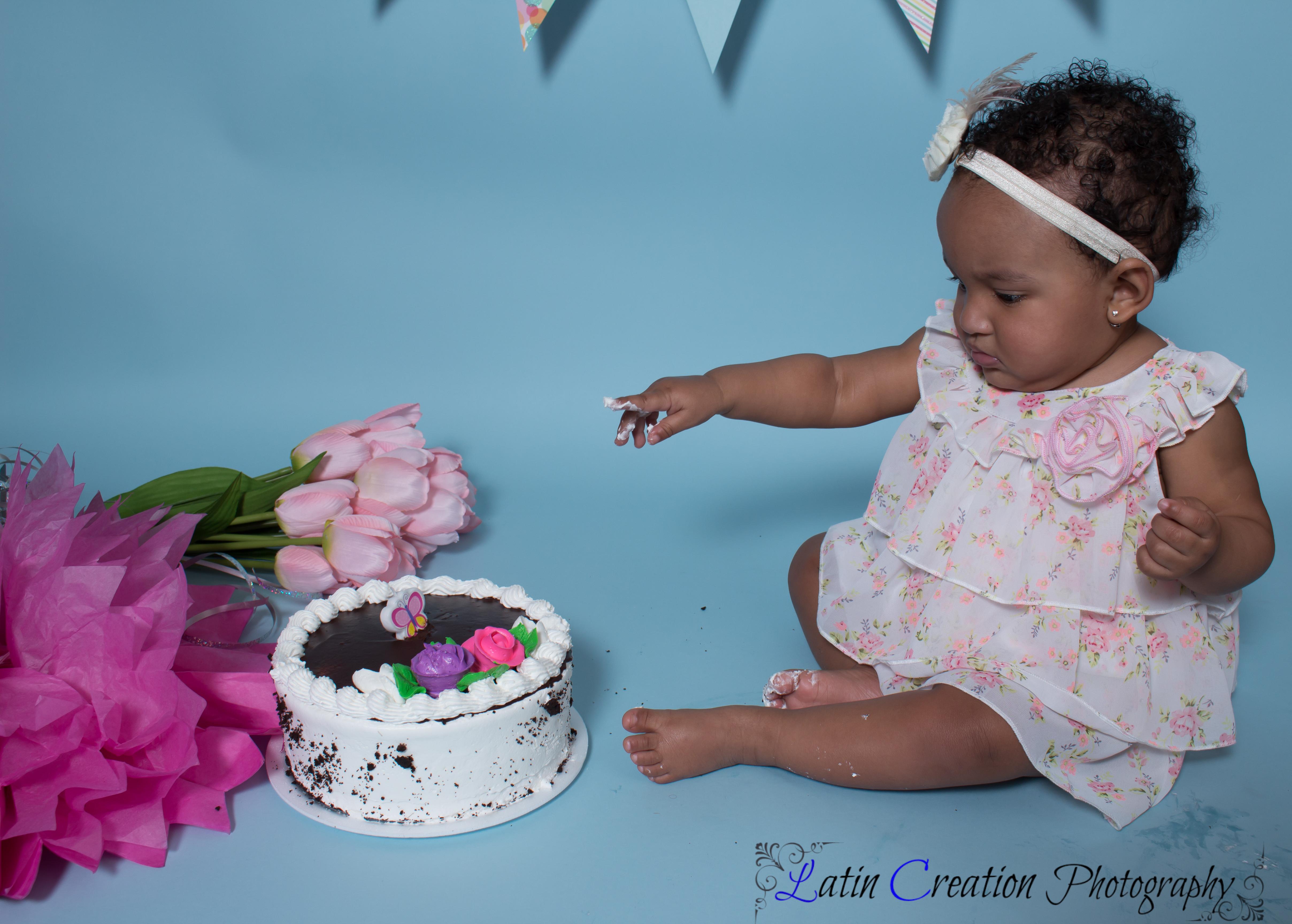 Nyomi Cake smash-6085.jpg