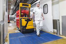 Effective wet cleaning and optional disinfection for bigger wheels