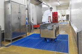 Wet cleaning and disinfection for narrow rollers