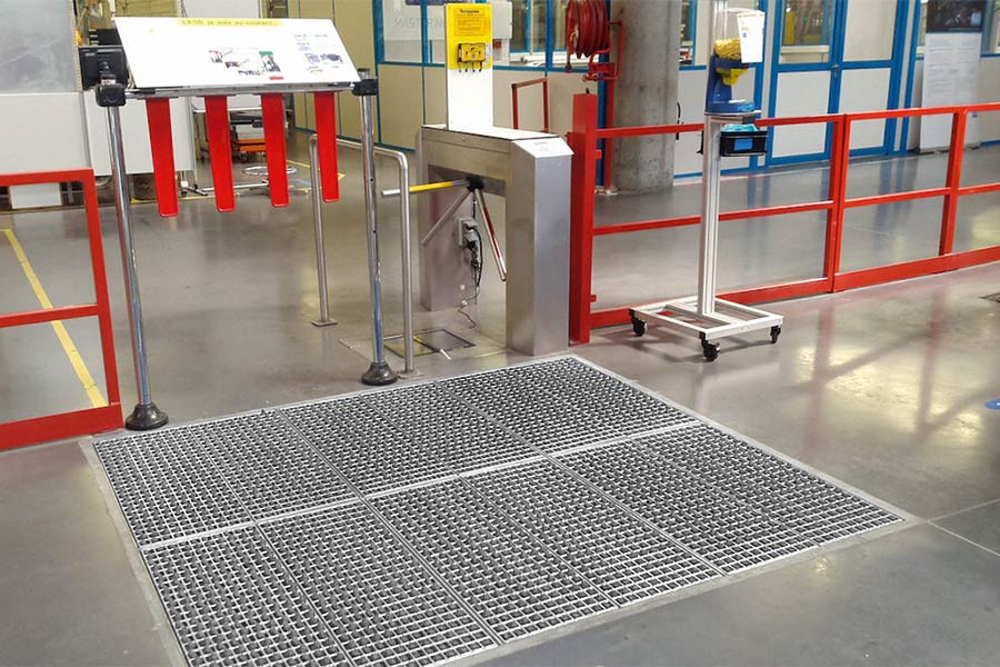 Cleaning of soles and rollers by ProfilGate® st55 go in front of the ESD-area