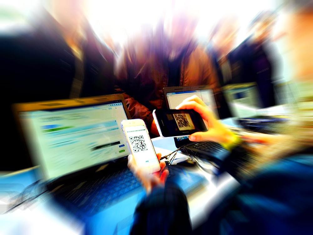 imagen de sistema de acreditación para eventos con el móvil y ordenador