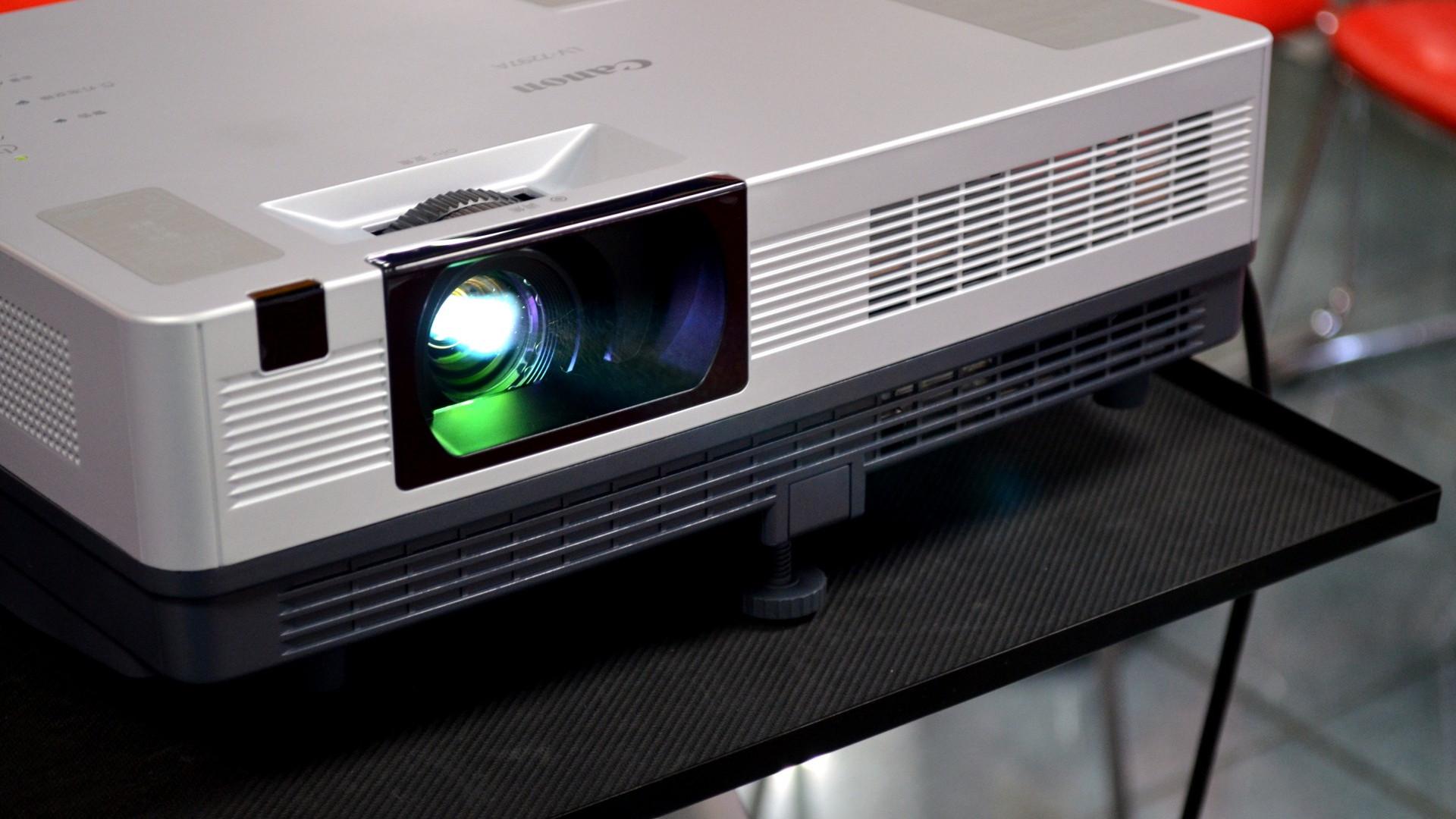 проектор Обслуживание