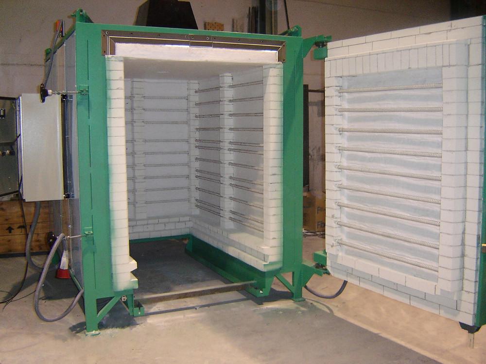 Horno eléctrico con vagoneta radiante, para tratamientos térmicos