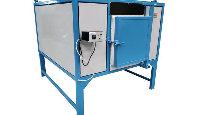 Horno a gasóleo de 90 litros de capacidad y destinado al tratamiento de cencerros